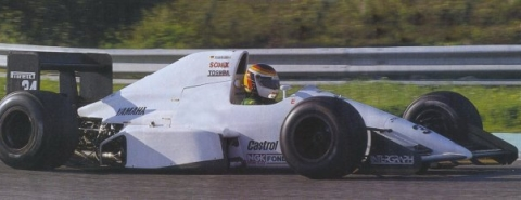 End of the road: with the West sponsorship having disappeared, Schneider tests a plain white 891B at Estoril after the end of the 1989 season.