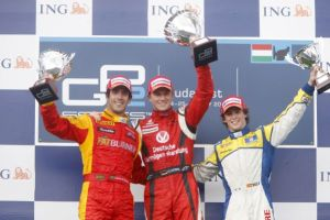 2nd in the Hungaroring feature race, Di Grassi stands with winner Nico Hülkenberg and Javier Villa. Despite a good weekend, di Grassi could not lay claim to the newly-vacant Renault F1 seat. (GP2 Media Service)
