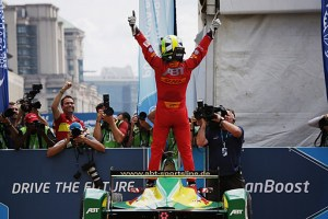 Taking 2nd in Beijing, di Grassi then won in Putrajaya to lead the 15-16 FE championship after two rounds (FIA Formula E)