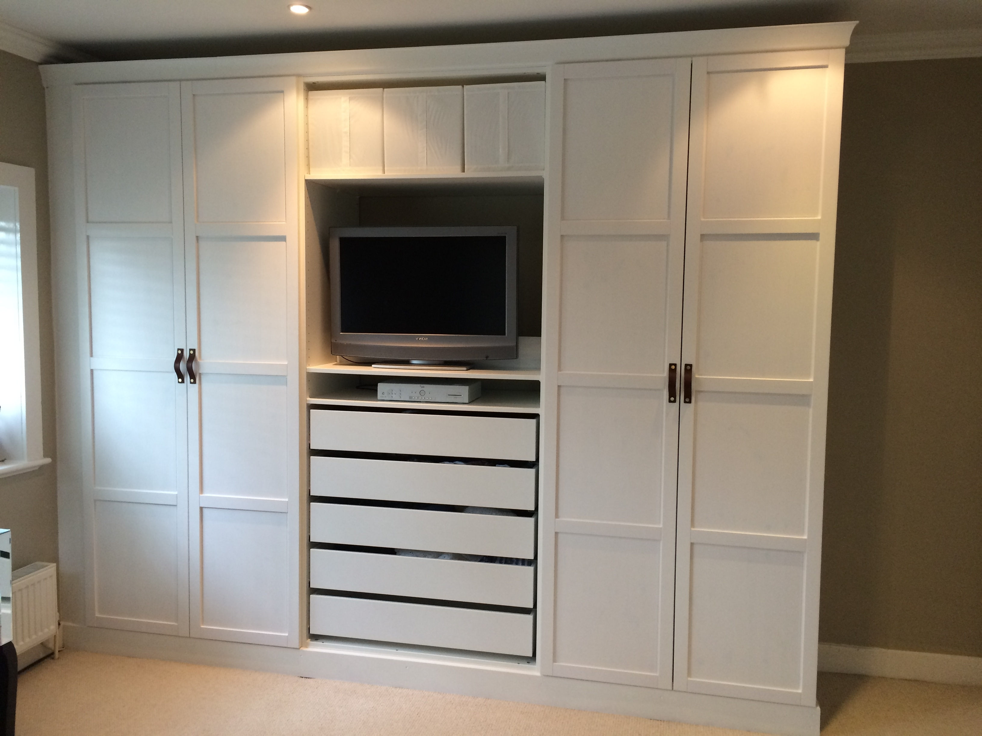 Build In Wardrobe 15 Photos Built In Wardrobes With Tv Space