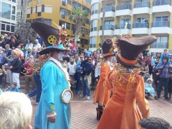 costumes and colors in Las Canteras