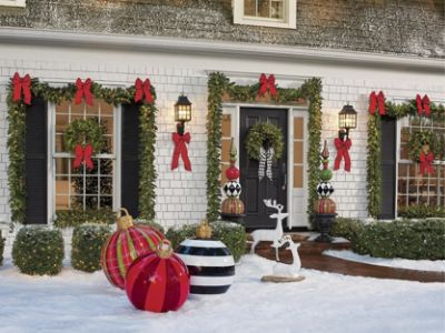 Outdoor Wall Christmas Decorations Christmas Porch Decorations 15 Holly Jolly Looks