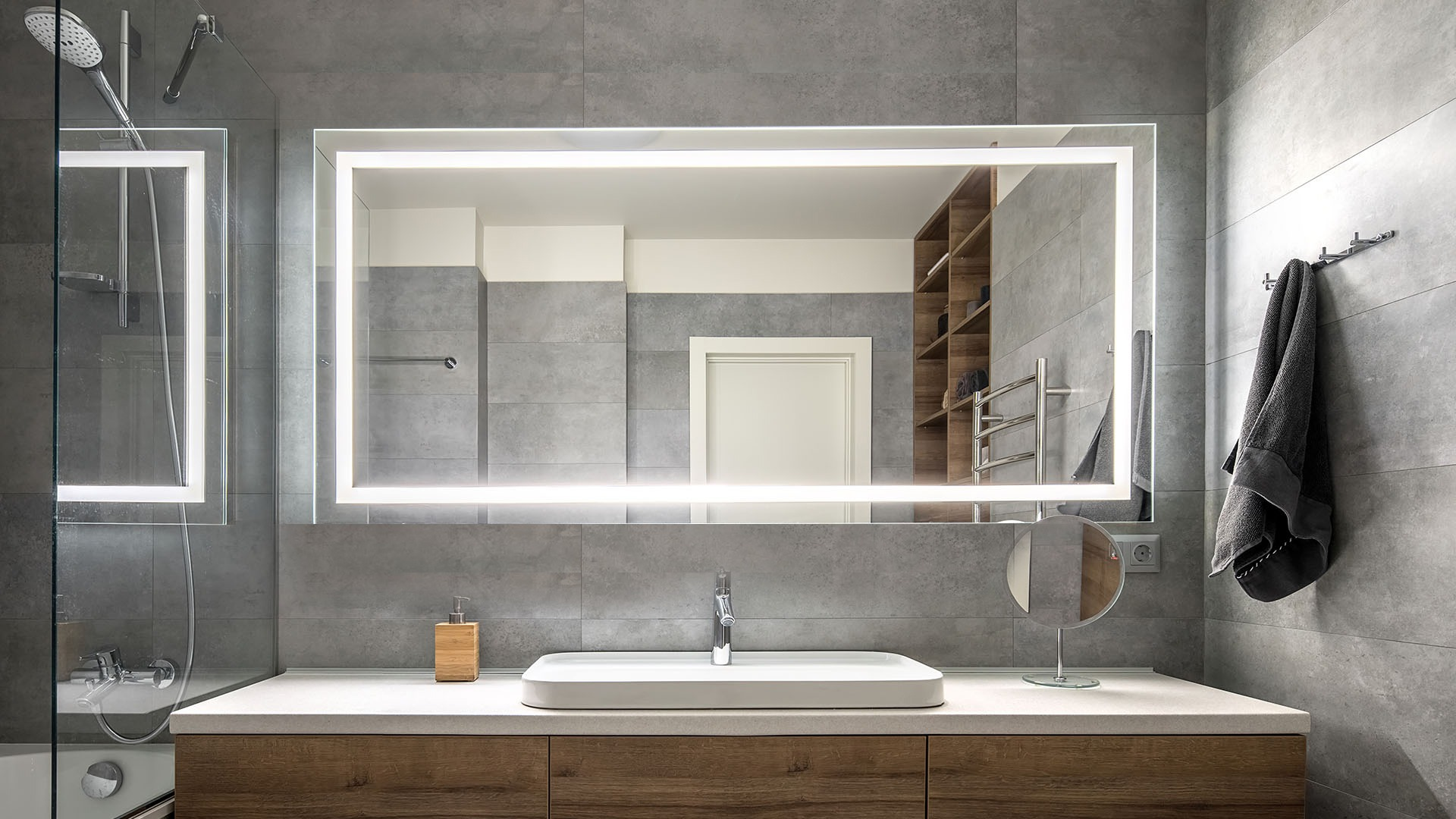 Tips On Choosing Lighted Mirrors For Your Bathroom