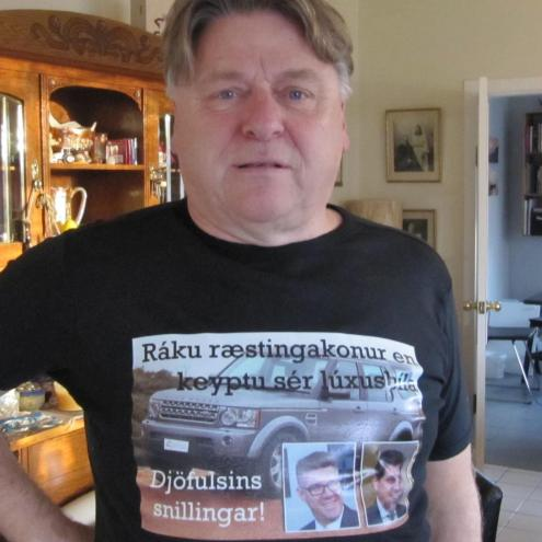 Man's T-Shirt Becomes National Celebrity