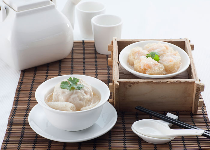 Steamed-Bamboo-Pith-Scallop-Dumpling-in-Soup,-Braised-Fish-Maw-with-Prawn-Paste