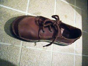 裂ける前の靴 クラークス