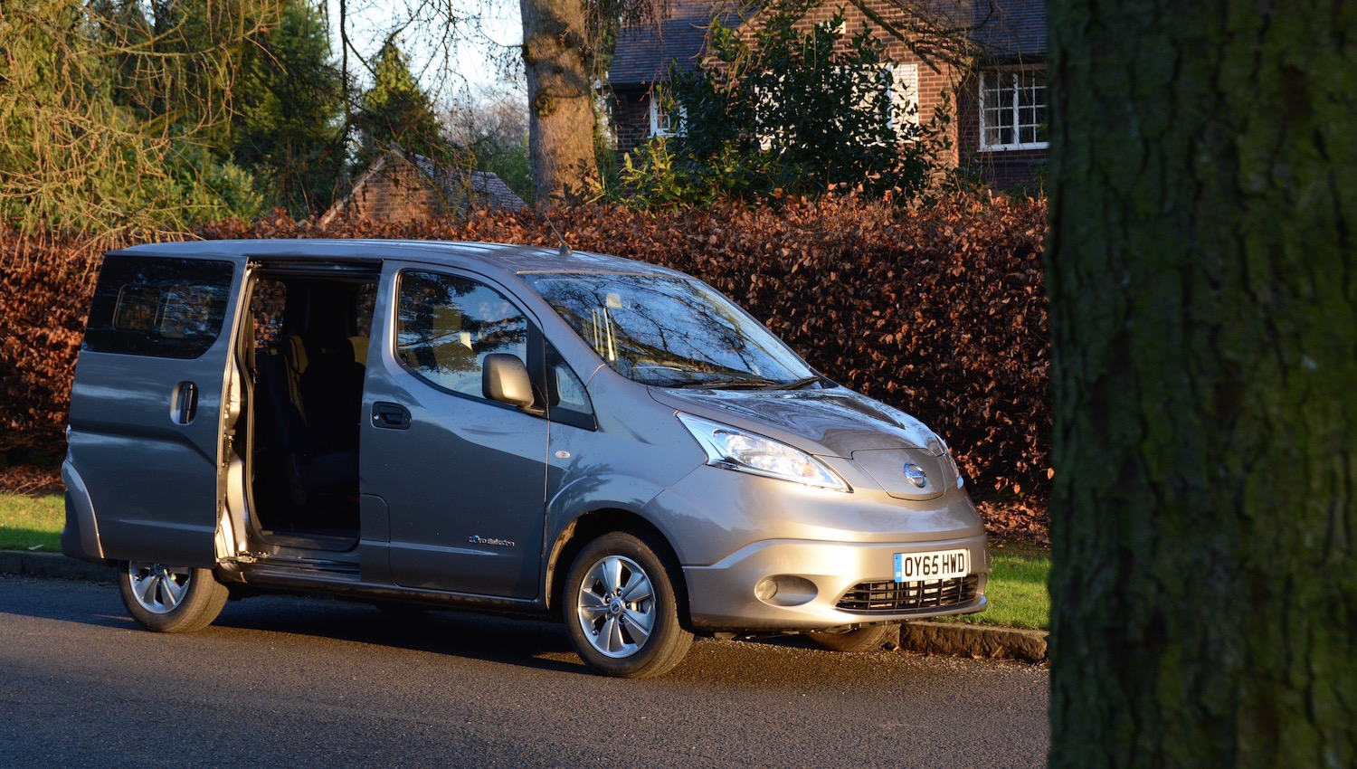 Nissan 7 Seater Cars Nissan E Nv200 7 Seater Review Greencarguide Co Uk