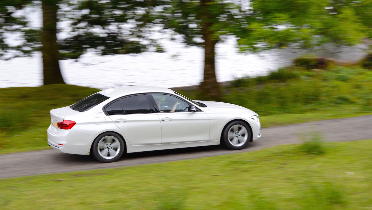 Bmw 330e Review Uk Best Mpg Petrol Cars Guide To Low Emission Cars