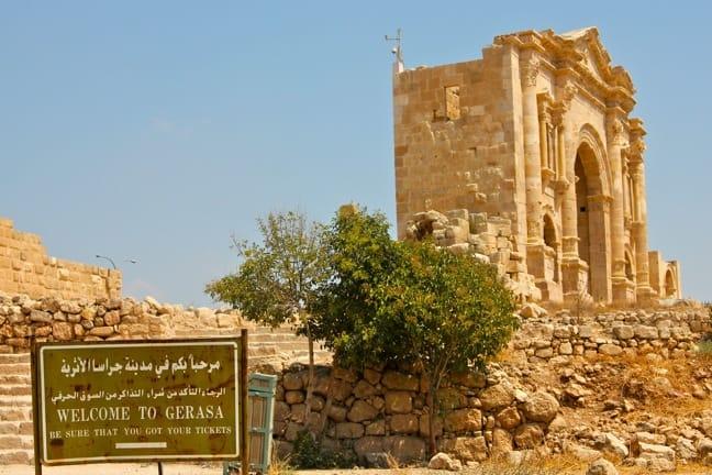 Jerash-entrance-Jordan