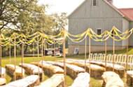 barn_wedding_hay_05