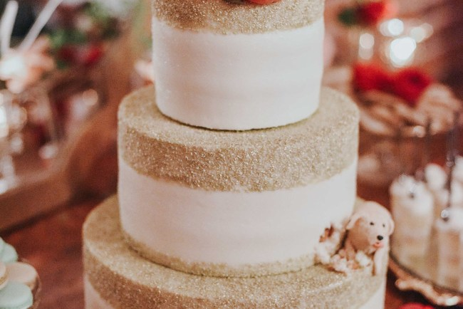 gold lined wedding cake