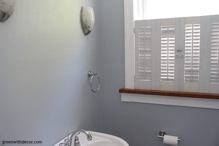 What Color Shutters Go With A Yellow House Krypton Blue Painted Bathroom - Green With Decor