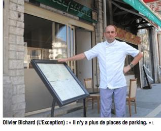 les places de stationnement ont été supprimées ( 2200 en 10 ans par Destot!)