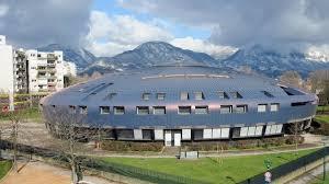 Le collège Villeneuve , réalisation de la municipalité Carignon comptait plus de 600 élèves: après 20 ans d'attributions de logement dans le quartier par le PS et les Verts il est passé à moins de 200 élèves. Un tiers des effectifs scolaires du nord viennent du sud. Bravo aux Verts/Adesn