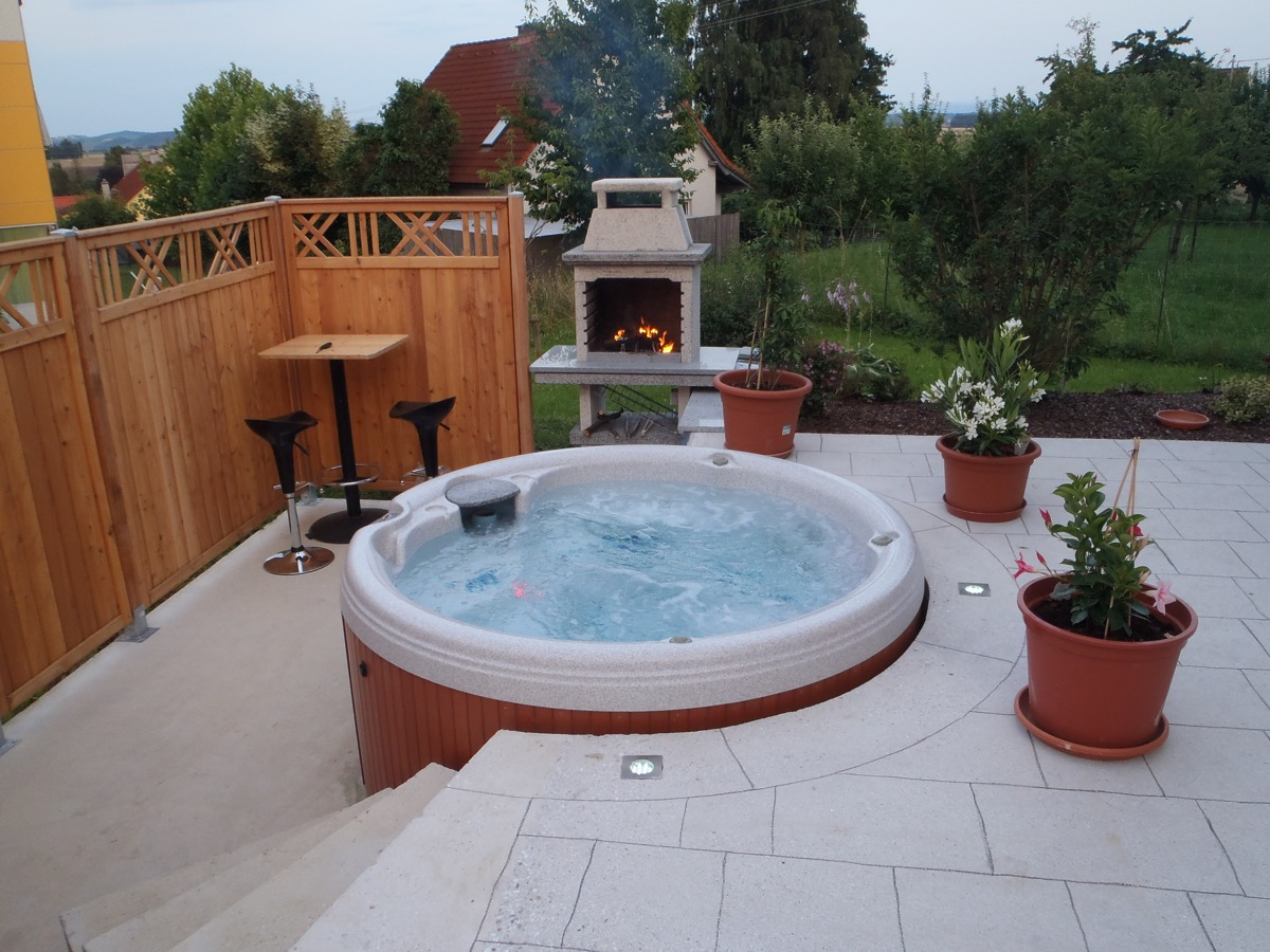 Jacuzzi Pool Aufblasbar Whirlpool Outdoor Rund Bad Wellness24 Outdoor Whirlpool