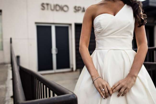 loading-dock-wedding-photos-stamford-ct-wedding-photography-alix-benny-greyhousestudios-featured-020