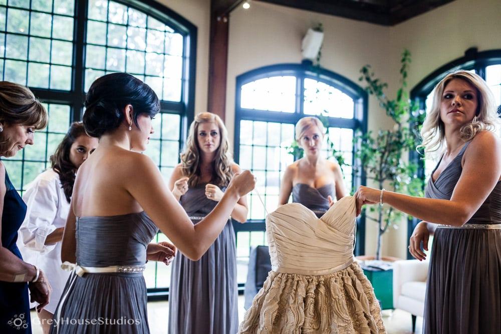 winvian wedding photos bridesmaids getting dress ready