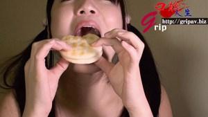 63ミリ長舌姫の口腔と特濃唾液の顔舐め/小高里保