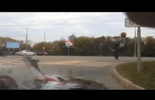 【衝撃映像】バイクと思ったら人間が滑って来た・・・死亡事故