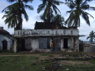 Destroyed buildings in Saainthamaruthu