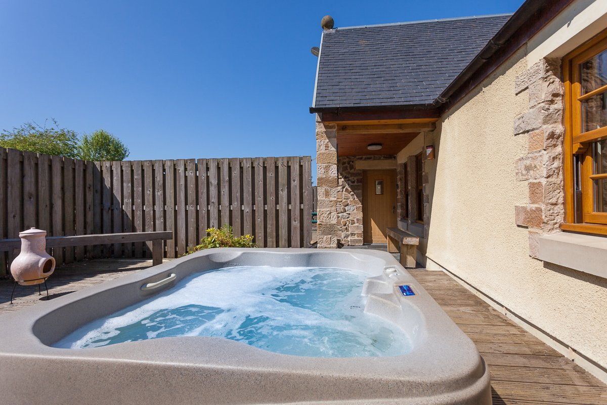 Swimming Pool Jacuzzi Edinburgh Williamscraig Family Holiday Cottages West Lothian