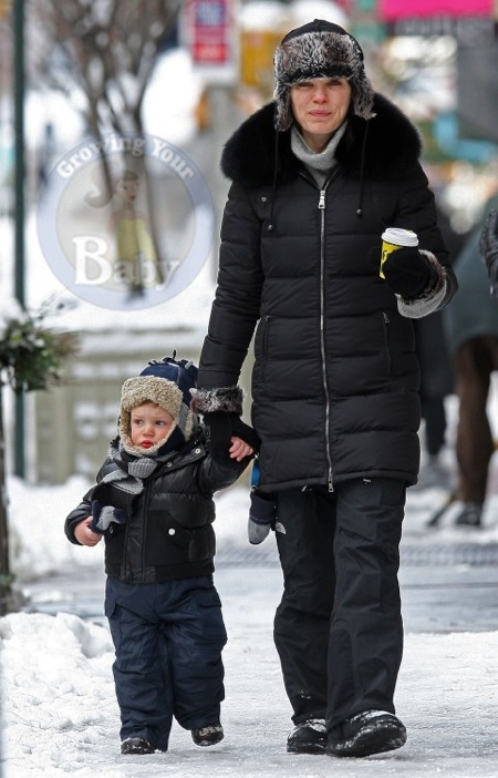 Stroller With The Bassinet Julianna Margulies And Son Kieran Bundle Up In Nyc