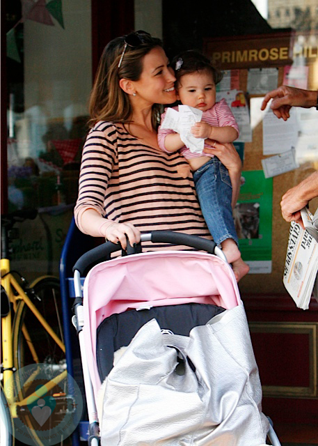 Stroller With The Bassinet Rachel Stevens With Baby Amelie Growing Your Baby