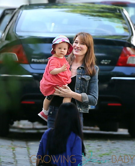 Compact Car Seat Stroller Carla Bruni Sarkozy And Giulia Arrive At Home In Paris