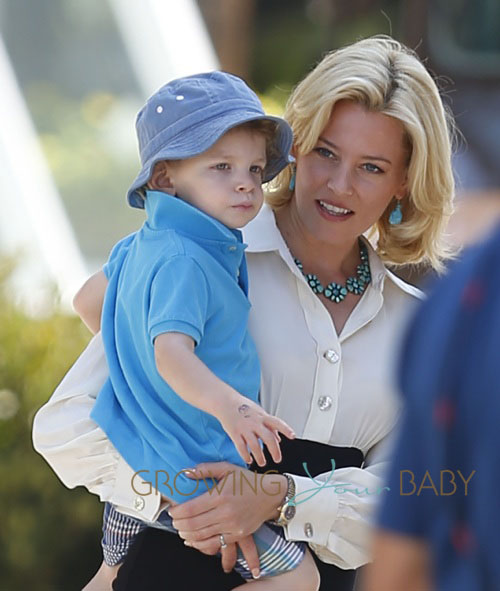 Joolz Baby One Elizabeth Banks Gets An Onset Visit From Her Family