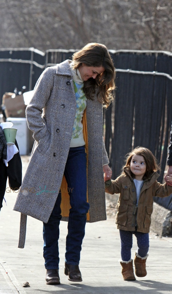 Stroller With The Bassinet Keri Russell With Her Daughter Willa Dreary On The Set Of