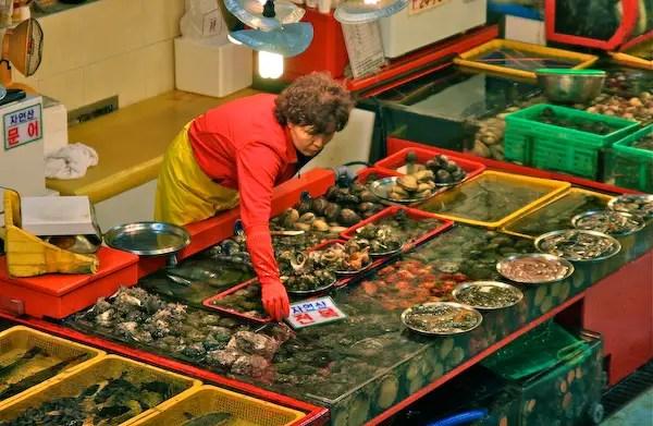 Busan_seafood-sellerJPG