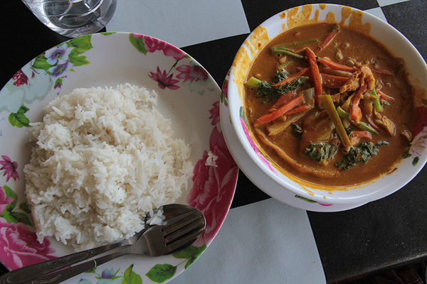 thai curry, food in thailand