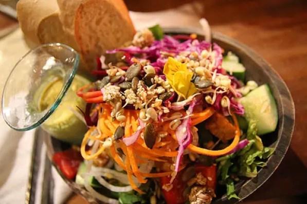 kafe ubud restaurant salad