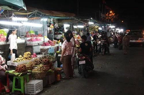 night market streets phnom penh
