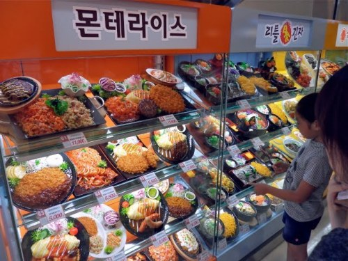 korean stores, western friendly stores in korea, stores for expats in korea, English stores in Korea, where can an expat in Korea go to get food from home, emart store