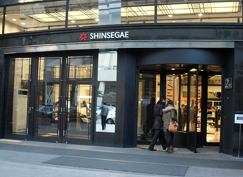 korean stores, western friendly stores in korea, stores for expats in korea, English stores in Korea, where can an expat in Korea go to get food from home, shinsegae department store