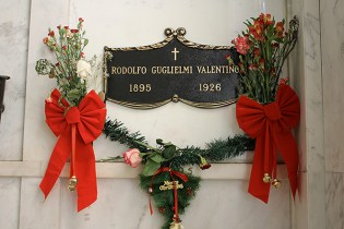 rudolph valentinos grave, Hollywood Forever Cemetery, museums los angeles, Hollywood Forever Cemetery, weird museums los angeles, things to do los angeles, weird museums los angeles