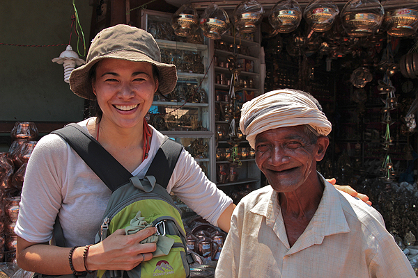 How to make friends when you travel alone, traveler tips, solo traveling female, solo female traveler
