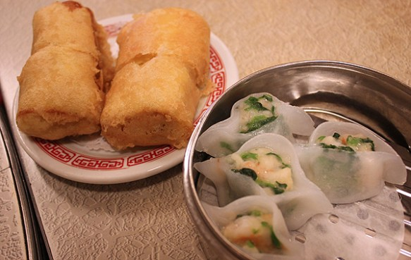 chinese rice rolls, dim sum, hom wah tea parlor, food tour nyc