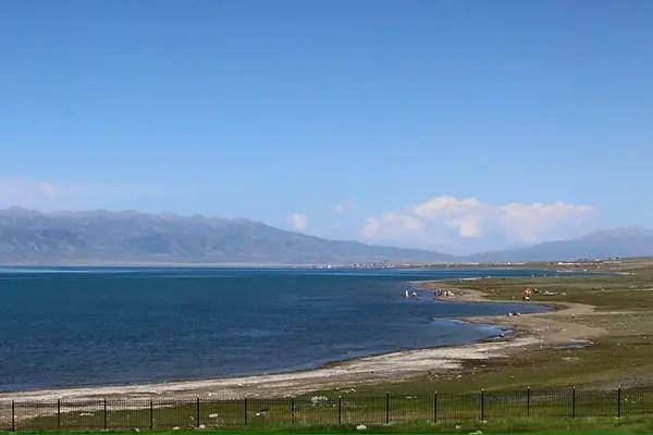 tibetan flags, qinghai lake, biggest lake in china, biggest saltwater lake in china