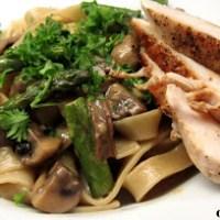 Pasta med svampe og asparges