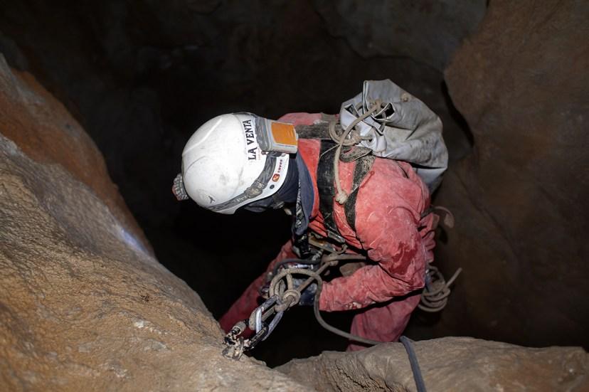I primi ambienti di Shpella Mark. Foto di Orlando Lacarbonara