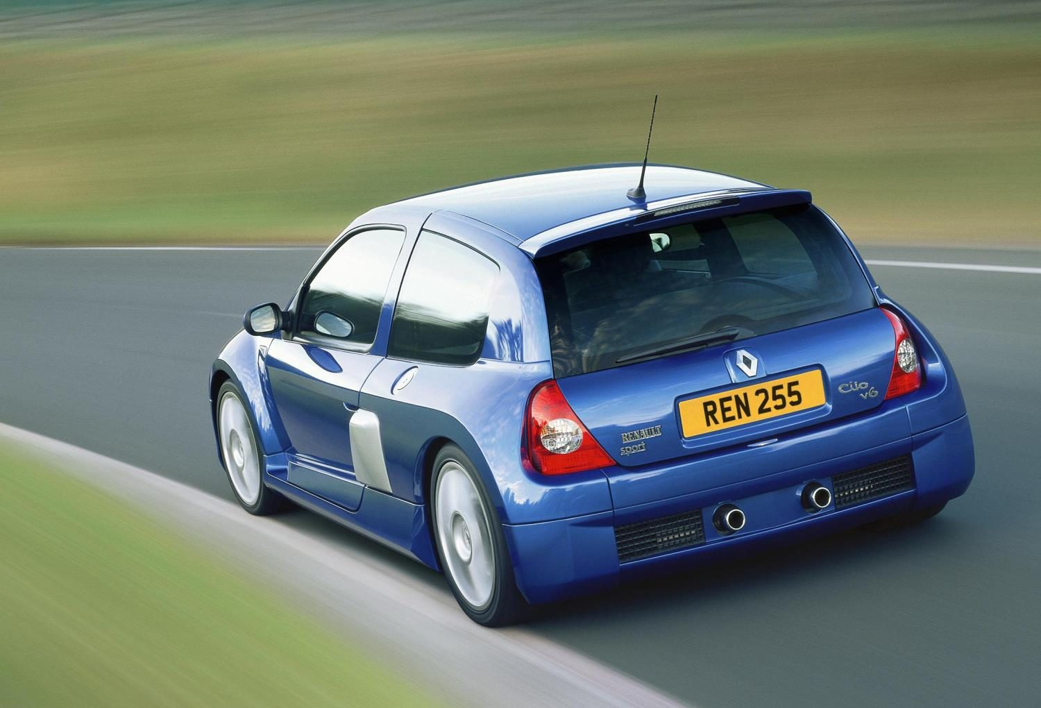 Clio V6 The Supercar Of Hot Hatches Renault Clio Renaultsport V6