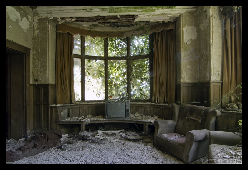 Falling Money Wallpaper Hd Ges082 Abandoned Manor Amp Pig Farm Sussex
