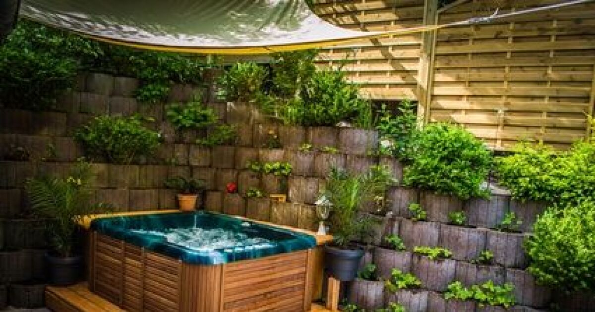 Spa Gonflable Interieur Ou Exterieur Le Jacuzzi Portable : Facile à Installer Et à Déplacer