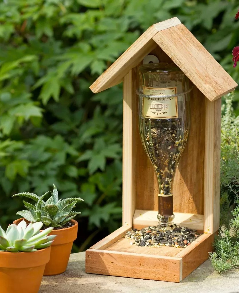 Mangeoir Oiseaux Exterieur 11 Recycled Diy Wine Bottle Bird Feeders | Guide Patterns