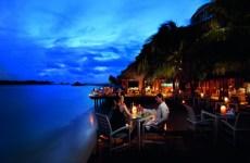 conrad-maldives_vilu-restaurant-2