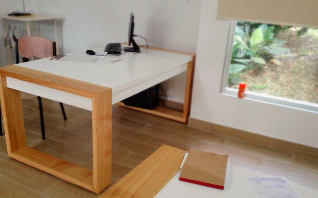Escritorio y mesas de trabajo, con diseño vanguardista