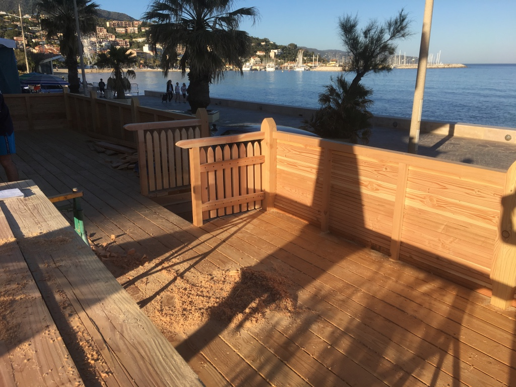 Amenagement Exterieur Restaurant Construction Terrasse Bois Draguignan Frejus Abris Sainte
