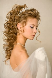 Wedding hairstyles for long hair with tiara